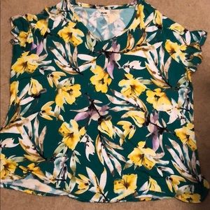 NWOT EVRI Modern Tee with Flowers Size 3X